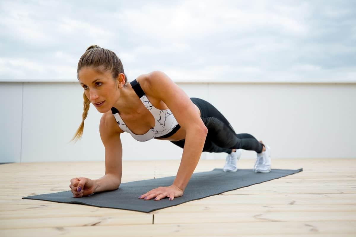Quel sport construit les bras d'une femme?